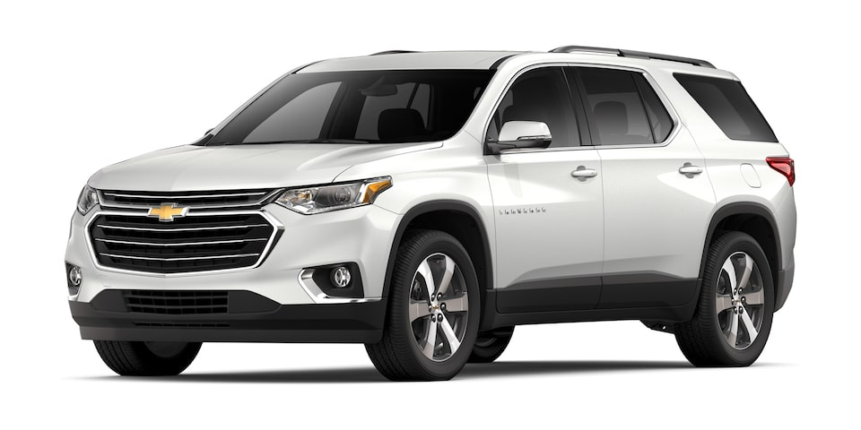 Chevrolet Traverse 2020, camioneta familiar en color blanco platino